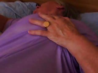 प्राचीन दादी अभी भी सेक्स प्यार करता है