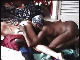 पति एक बीबीसी कमबख्त स्कीनी सफेद पत्नी फिल्माने