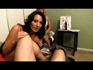 सेक्सी चिकित्सक मेरी माँ सिखाता मुझे झटका बंद करने के लिए