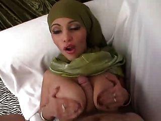 सन्नी ने पाकिस्तानी प्रेमियों 4