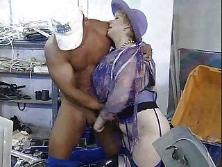 परिपक्व मोटी औरत Fisting और बड़े काले Dildo