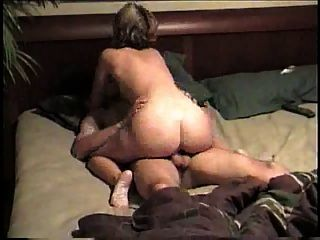 शौकिया सफेद लड़की विशाल सफेद मांस के साथ उसके मंगेतर पर धोखा देती है