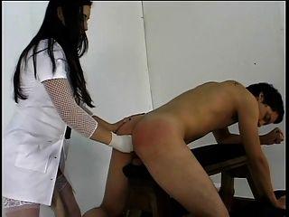 विशाल Strapon के साथ गर्म Femme Domm उसकी पतली प्रेमी बकवास प्यार करता है