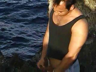 अफ्रीकी बालों वाली लड़की बकवास चट्टानों पर 2 लोग