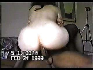 काला मुर्गा कूद कठिन सफेद योनी में गहरी