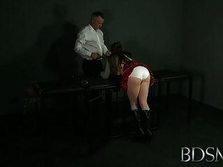 बीडीएसएम Xxx गेंद-गला घोट दिया विनम्र लड़कियों गधा खामियों को दूर किया और गड़बड़