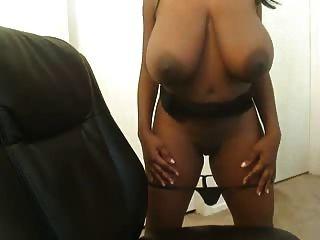 विशाल चॉकलेट स्तन