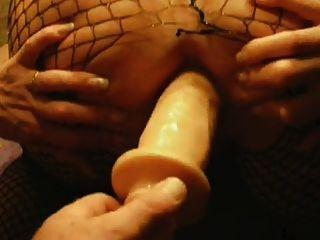 परिपक्व बहुत गीला हो जाता है, जबकि पीछे से Dildoing