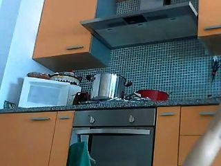 रसोई में सेक्सी Milf