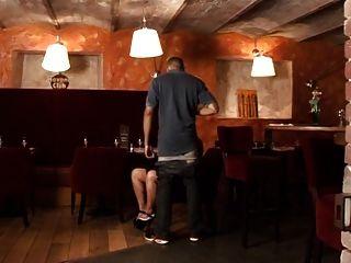 सेक्स Au Resto, एक रेस्तरां में एक फ्रेंच परिपक्व गैंगबैंग