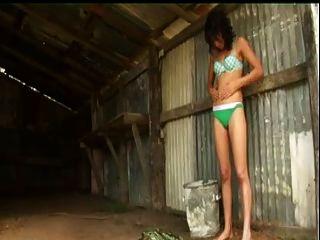 नेपाली गाँव की लड़की