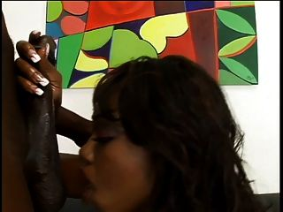तेल से सना हुआ, रसदार गधा गड़बड़ हो जाता है कट्टर के साथ सुडौल काली लड़की