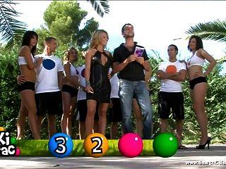 गर्म लड़कियों के लोकप्रिय फ्रेंच वास्तविकता सेक्स शो में