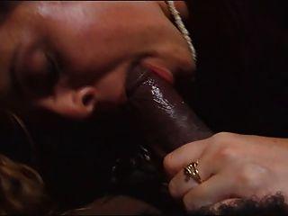 रेड इंडियन बड़े काले डिक चूसने प्यार करता है।