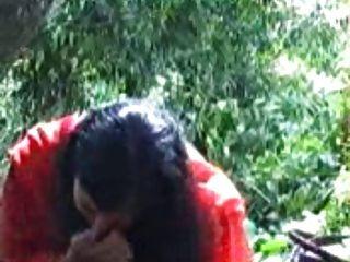 बड़े स्तन के साथ भारतीय लड़की