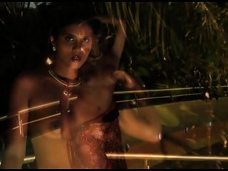 कामुक भारतीय सौंदर्य साड़ी स्ट्रिपटीज