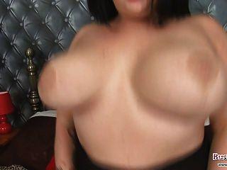 Sindy Strutt स्तन और खिलौना मज़ा