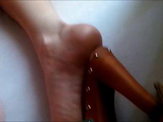 छुट्टी खच्चर ऊँची एड़ी के जूते में एनवाई सेक्सी ब्रिटिश पत्नी