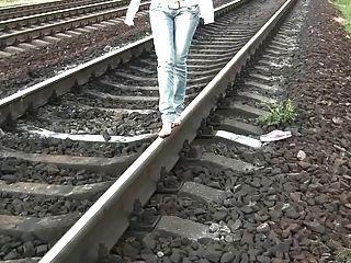रेलवे नंगे पांव