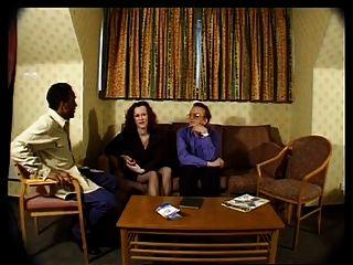एमेच्योर ब्रिट पत्नी एक अश्लील बनाने के लिए सहमत हैं!