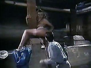 एंजेला बैरन - उसे गर्म दृश्य कभी!