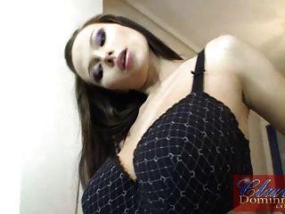 गर्भवती Dominno स्ट्रिपटीज