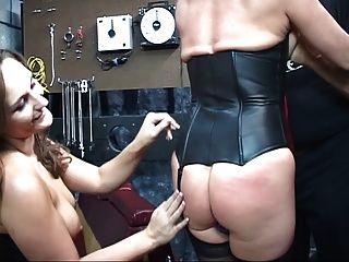 गियर पर टैटू के साथ समलैंगिक उसके स्तन तो चूसा Dildo बकवास पर पट्टा देता हो जाता है