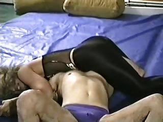 मजबूत औरत कमजोर आदमी प्रस्तुत