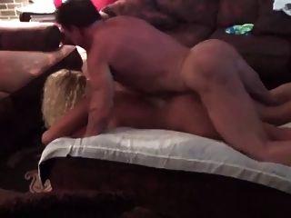 मांसपेशी बट बैल व्यभिचारी पति के सामने हॉट पत्नी बैंग्स