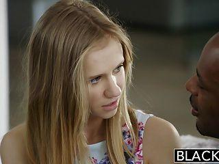 बेहोश खूबसूरत गोरा किशोरों राहेल जेम्स का पहला बड़ा काला मुर्गा