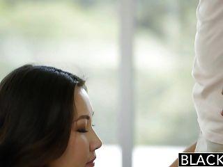 बेहोश एशियाई लड़की जेड Luv बड़े पैमाने पर काला मुर्गा पर चिल्लाती