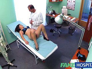 Fakehospital सुंदर वियतनामी मरीज डॉक्टर सेक्स देता है