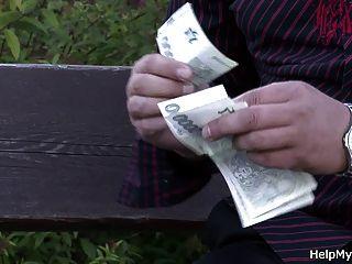वह पैसे के लिए मेरे युवा पत्नी बकवास