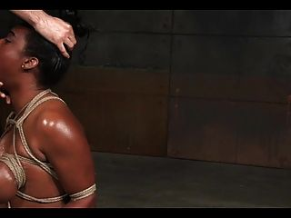 काली लड़की को नष्ट कर दिया