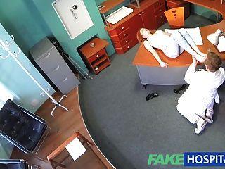 Fakehospital खूबसूरत गोदा यौन कौशल चिकित्सक सह बनाता है