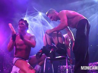 हिन्दी - नॉर्वे में Sexhibition में मंच पर Monicamilf
