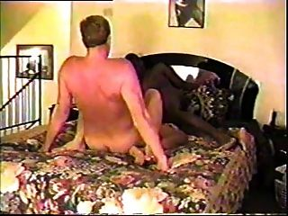 पति ब्लैक बुल के साथ उनकी पत्नी का हिस्सा