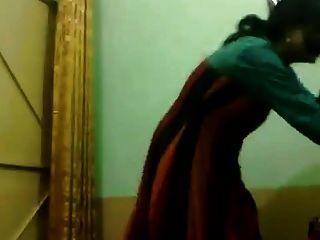 पाकिस्तानी गर्म नहीं चाचियों नृत्य का आनंद