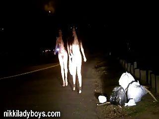 निकी सार्वजनिक नग्नता और वेश्यावृत्ति Ladyboys