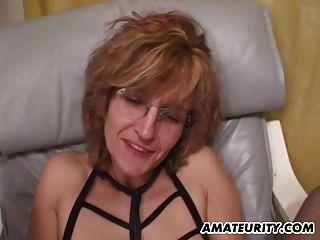 एमेच्योर माँ मुँह में सह शॉट के साथ Blowjob देता है