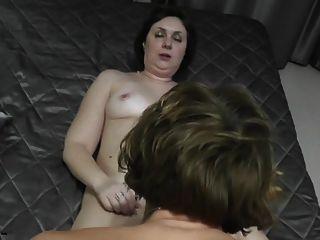 मां और पड़ोसी सेक्स