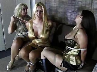 पार्टी लड़कियों लूट लिया और बंधे