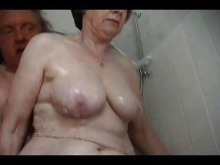 सेक्सी दादी स्नान