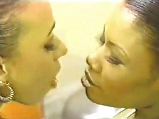 काले Lesbos से मुलायम जीभ चुंबन