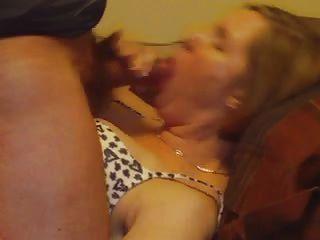 गर्म महिला पत्नी ठोड़ी पर सह शॉट ले