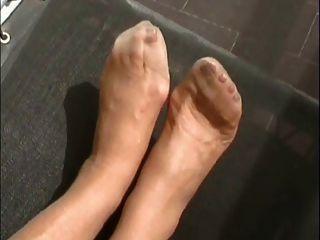 गर्म धूप के नीचे मोज़ा में !!!!!