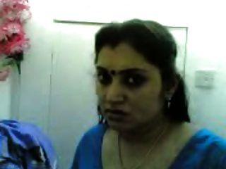 गलफुला मल्लु लड़की अपने प्रेमी के साथ आनंद ले रही है