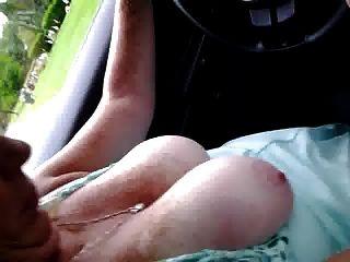 छोटे Vid पत्नी बाहर स्तन के साथ शहर के चारों ओर चला