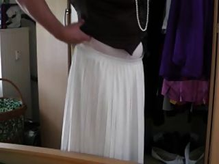 अंतरजातीय सफेद स्कर्ट हस्तमैथुन