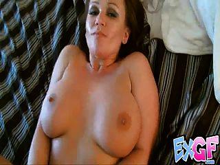 स्तन झूलते हुए